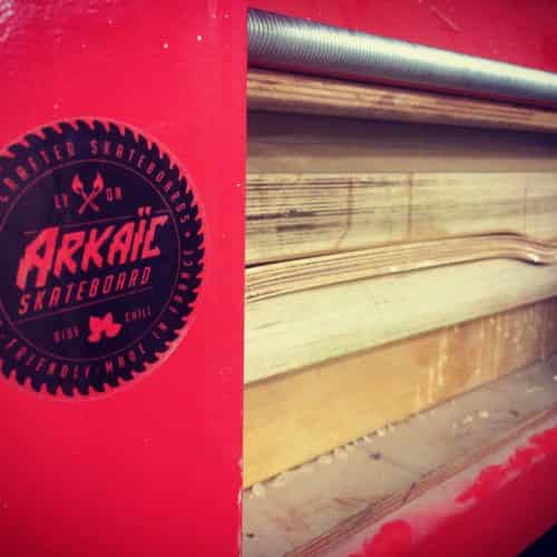 Arkaic skateboard logo bois gravure laser impression 3d skate eco responsable made in france