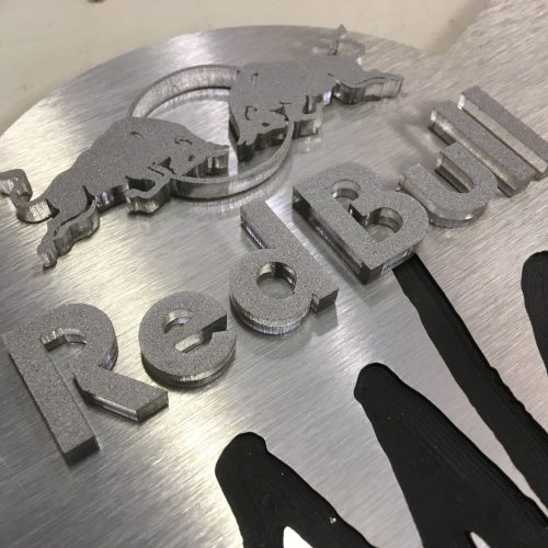 arkaic-concept-atelier-creation-gravure-laser-decoupe-made-in-france-eco-responsable-caluire-trophes-redbull