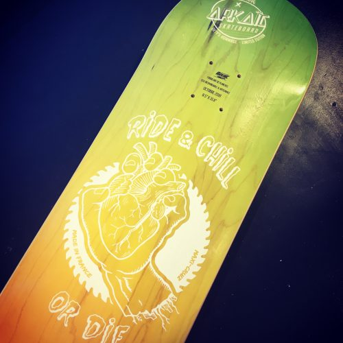 arkaic-concept-usinage-cnc-bois-gravure-laser-lyon-impression-uv-atelier-cratif-made-in-france-eco-responsable-skateboard-dégradé