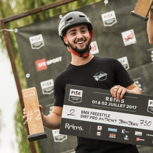 trophées-podium-2e-skate-arkaic-concept-arlaic-skateboard-Montpellier-Fise-sponsors-partenaire-fabrication-gravure-laser-impression-uv-made-in-france-eco-responsable-lyon-caluire